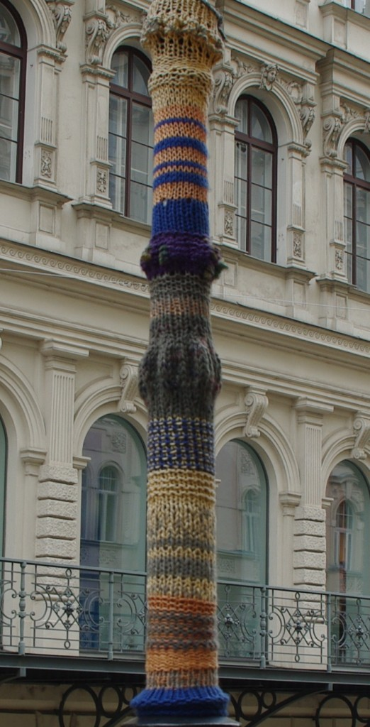 39 knit lamppost