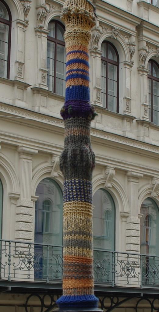 39 knit lamppost