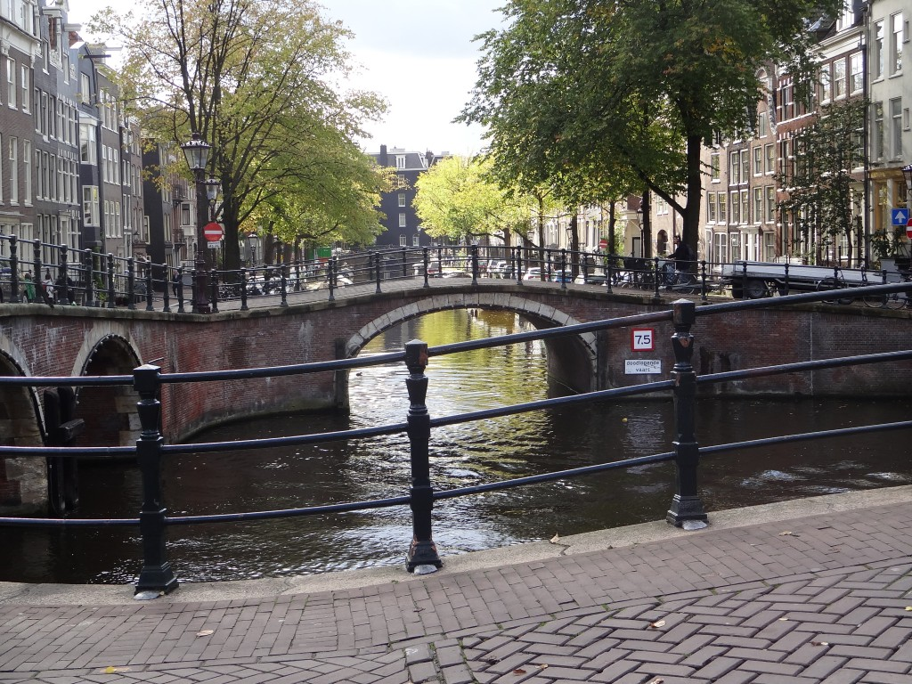 142 Amsterdam Bridge